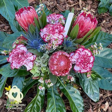 a1-bloemstuk-anjers-protea