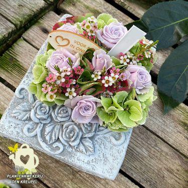 a1-bloemstuk-bijbeltje-beton-oud-roze