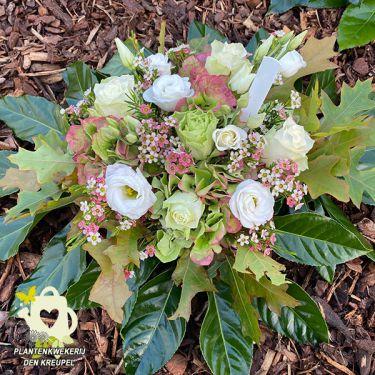 a1-bloemstuk-witte-roosjes